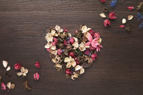 Снимка на сърце от цветове
